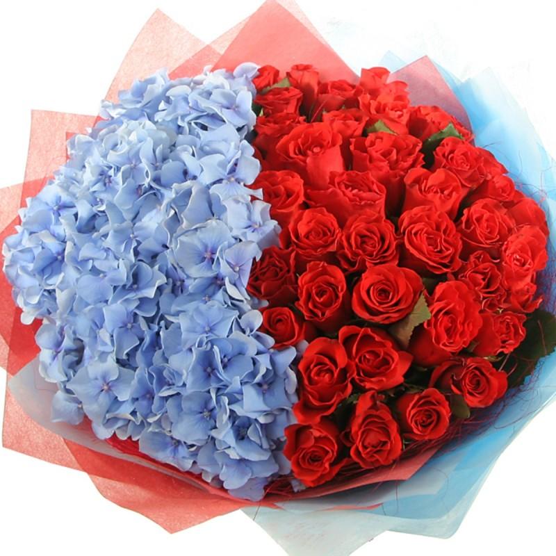 Цветочная композиция с гортензиями и розами