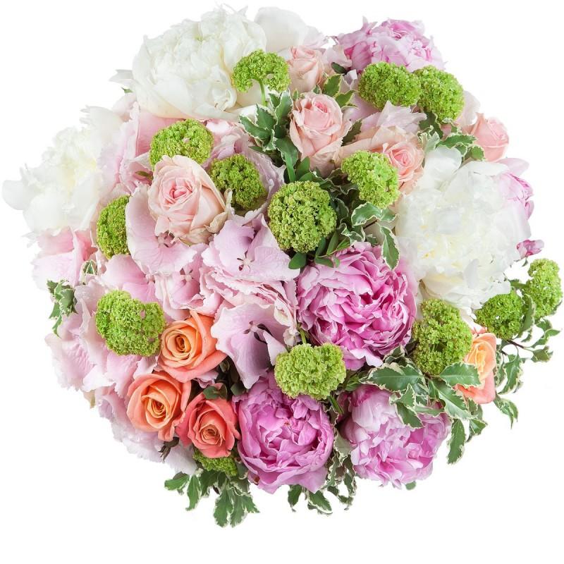 Букет с розовыми гортензиями