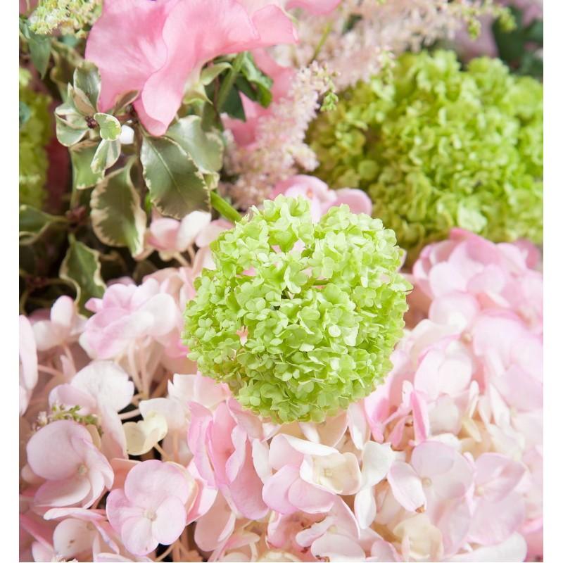Цветочная композиция с розовой гортензией