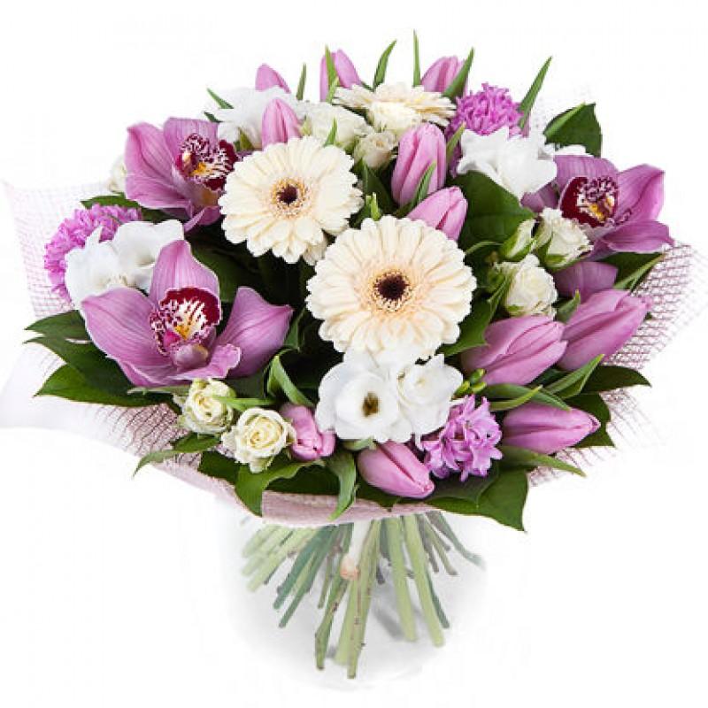 Букет из розовых орхидей, кустовых роз и тюльпанов