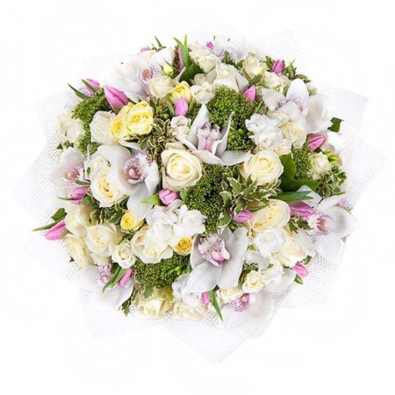 Букет из белых орхидей с розами и тюльпанами
