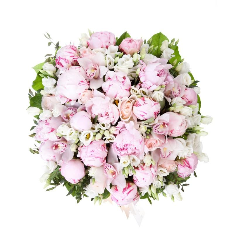 Цветочная композиция из пионов, орхидей и роз