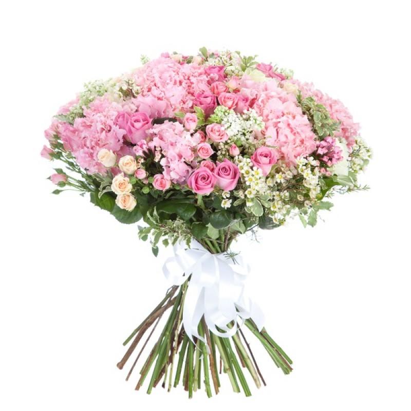 Букет из роз и разноцветных смешанных цветов с зеленью